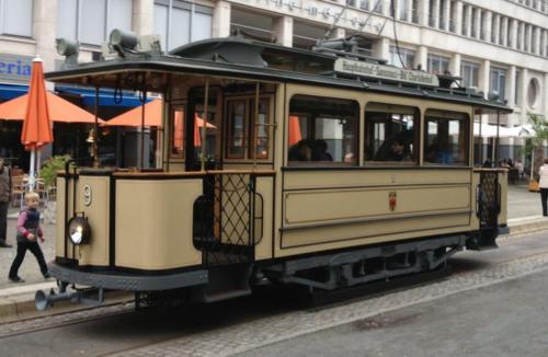 Historische-Straßenbahn-Potsdam-e1518888182189-1024x668