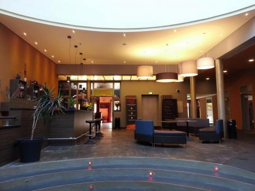 Thalia Foyer2